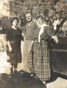 Από αριστερά η Αιμιλία Κακαλιού-Βουλβούλη, ο αμίμητος Κώστας Βουλβούλης και η Αφροδίτη Βουλβούλη-Κουζέλη