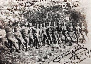Έλληνες φαντάροι στήνουν χορό στην Αλβανία 1941